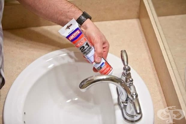 Можете да се запечатате всички тези грозни пукнатини във вашата вана и плочки с кълчища, и да направите вашата баня да изглежда отново нова.