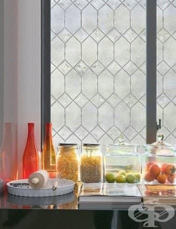 Можете да направите прозорците да изглеждат скъпи с филм от оловно стъкло.