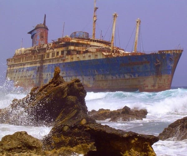 Изоставен кораб до Фуертевентура, Канарски острови