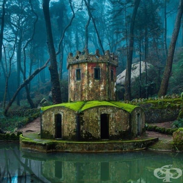 Руините на стар замък в Синтра, Португалия