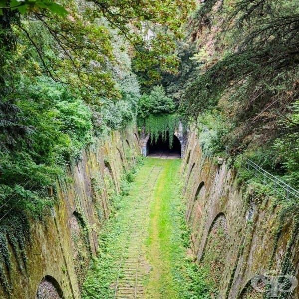 Изоставен железопътен тунел в Париж, Франция