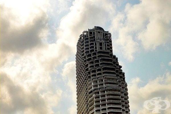 Изоставеният небостъргач в Банкок е жилищен комплекс, в който днес е забранено да се влиза.