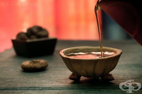 Китай - Китайците обичат Пу-ер чай. Той се продава под формата на пресовани кубчета или топчета.