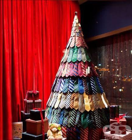 Коледна елха от вратовръзки