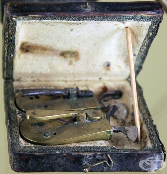 Комплект за кръвопускане от началото на 19-ти век