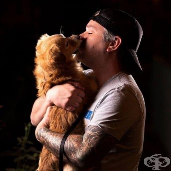 """Кучетата знаят какво означава да бъдеш лоялен. Този приятел е бил спасен от приют. Години по-късно, когато в дома на неговия собственик пламва пожар, кучето успява да го спаси като издава """"алармен"""" звук."""