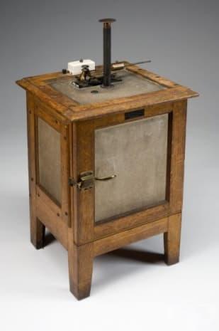 Електрически инкубатор за лабораторна употреба от 1901г.