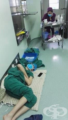 След изключително дългата си смяна Хенг e намерен да спи на пода в болницата.