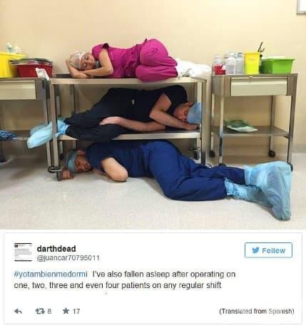 Лекари, които спят в операционната зала след 4 операции.