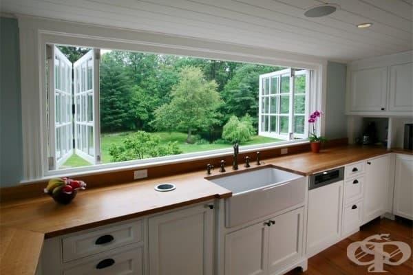Прибиращ се кухненски прозорец