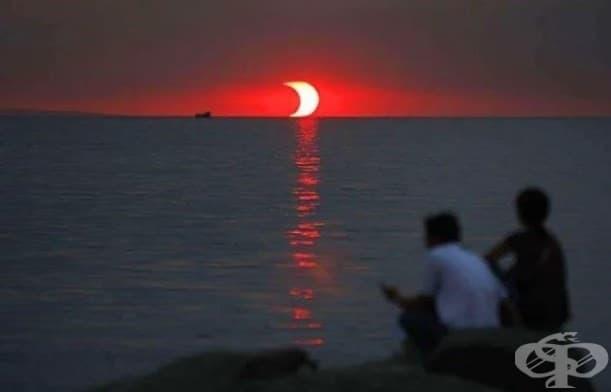Лунно затъмнение и залез, случващи се по едно и също време