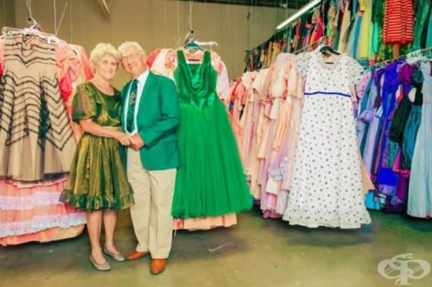 Пол Брокман представи 55 000 рокли на жена си, Марго. Той избрал самата дреха, защото жена му не обича пазаруването.