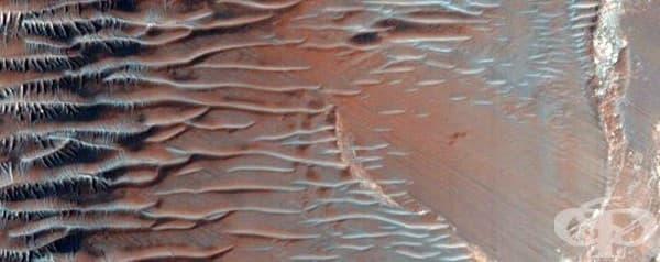 Стръмен склон в Ийстърн Ноктис Лабиринтус
