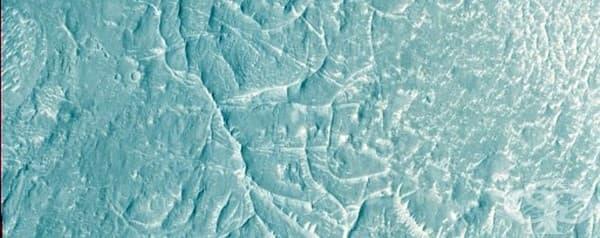 Хребети в региона Непентес Менсе, за който учените предполагат, че може да е делта на някогашна река.