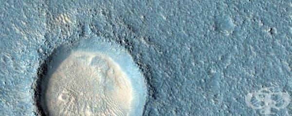 Кратерът на Аркадия Планиция, огромен равен регион.