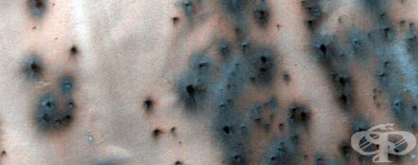 """Образуването на т. нар. """"ветрила"""" около дюните може да помогне на учените да разберат сезонните промени на Марс."""
