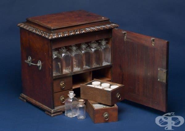 Медицински сандък от 1720 година