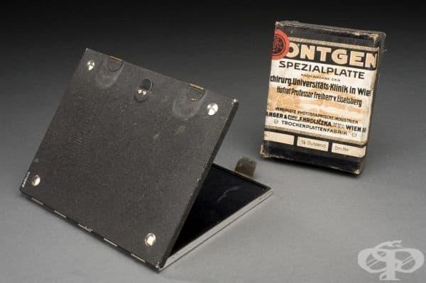 Старинна кутия с рентгенови плочки