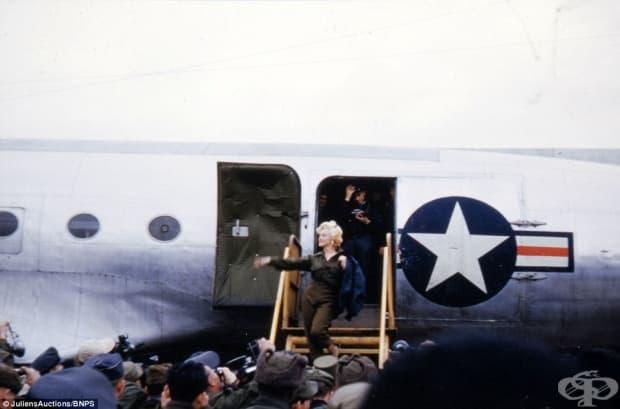 Звездата пристига в Корея да повдигне духа на американските войници