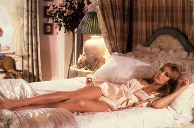 1985 – Таня Робъртс като Стейси Сътън