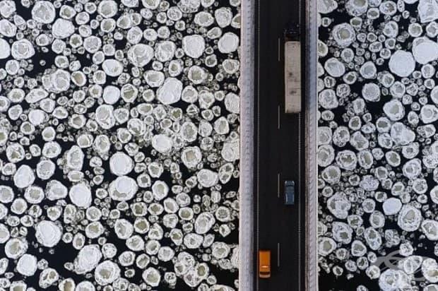 Този мост над ледено езеро