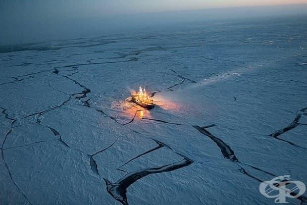 С цел проследяване промените в морския лед, норвежки изследователски кораб Ланс прекарва пет месеца сред него.