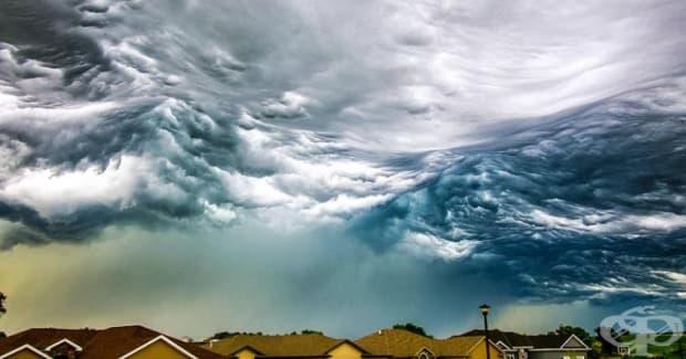 Овален океан в небето.