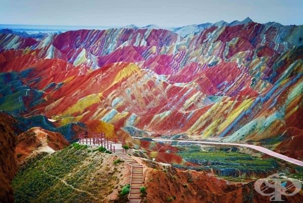 Планините Дъга в националния геологически парк, Китай