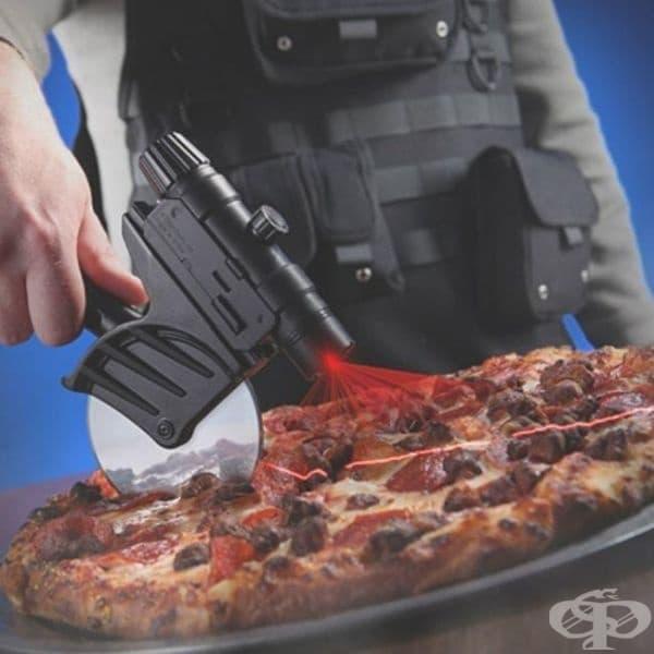 Нож за рязане на пица с лазерно насочване.