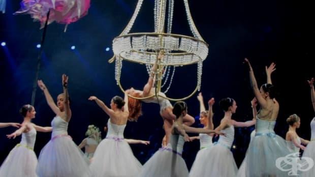 Балерините от Националното училище по танцово изкуство заедно с примата от Мулен Руж – Емили Кинч.
