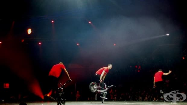 Роб Алтън заедно с двама от най-добрите BMX акробати в света - унгарците Гергели Сайер и Филип Видакович.