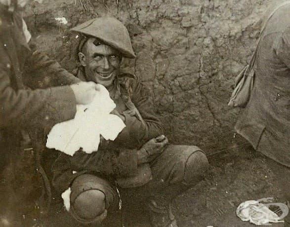 Лудост: войник, ударен от снаряд, след като гюлле пада в непосредствена близост до него. (Курселет, септември 1916)