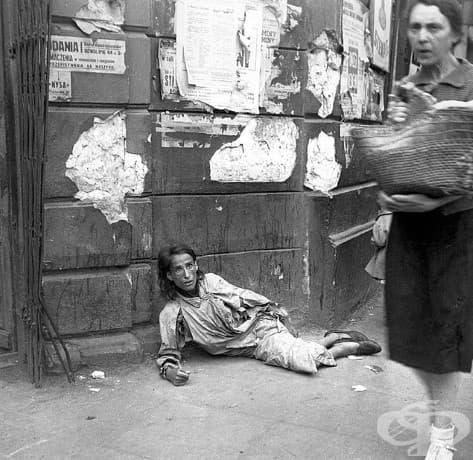 Отчаяние: Една жена на път да умре от глад във Варшава.
