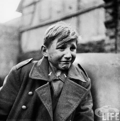 Страх: 15-годишният германски войник, Ханс-Георг Хенке, е пленен от съюзниците (3 април 1945 г.)