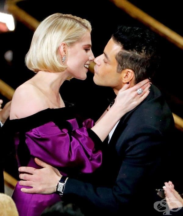 Рами Малек дава целувка на приятелката си Луси Бойнтън, след като печели Оскар за превъплъщението си във Фреди Меркюри.