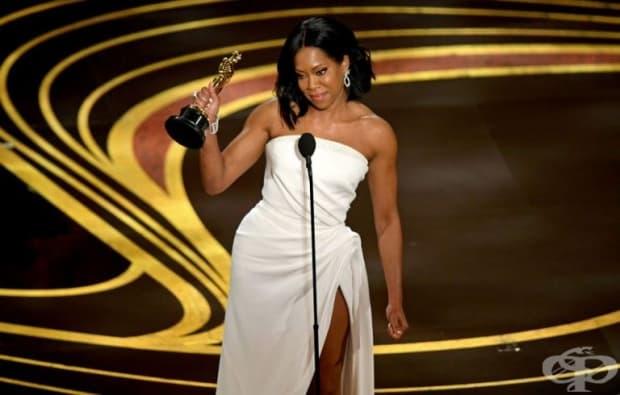 """Реджина Кинг печели Оскар за най-добра актриса в поддържаща роля за участието си в """"Ако Бил стрийт можеше да говори""""."""