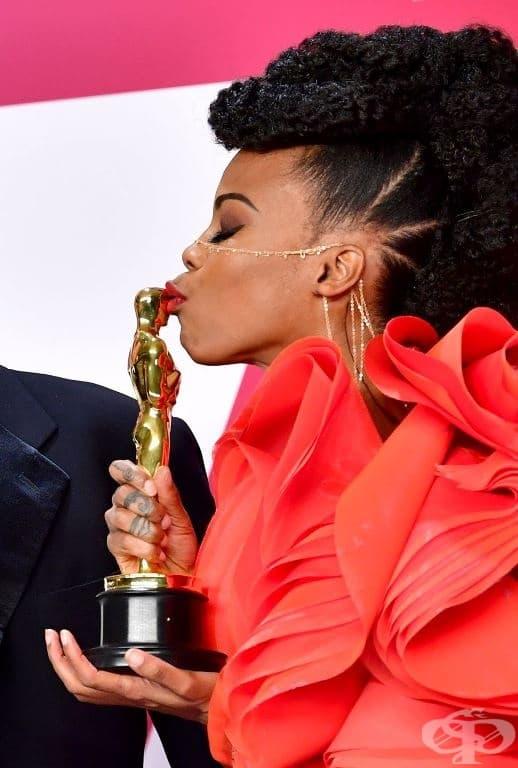 """Хана Бааклър спечели """"Оскар"""" за най-добър декор за """"Черната Пантера"""". """"Стоя тук. По-силна съм от вчера"""", споделя тя."""