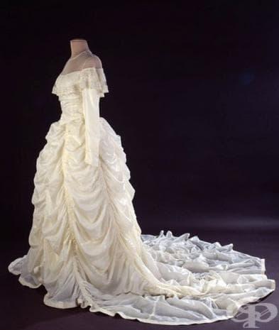 От какво е изработена тази рокля? Ще се изненадате!