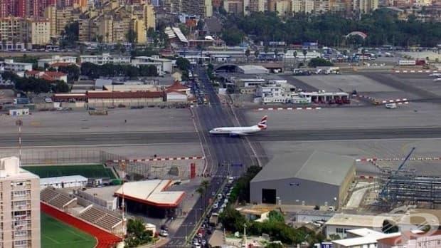 Този път, който се намира на Националното летище в Гибралтар
