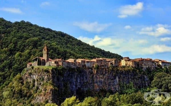 Кастелфолит де ла Рока, Испания