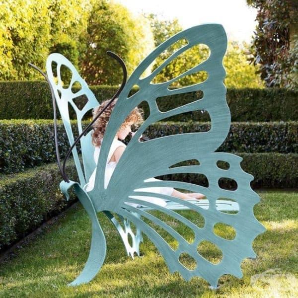 Пейка под формата на пеперуда.
