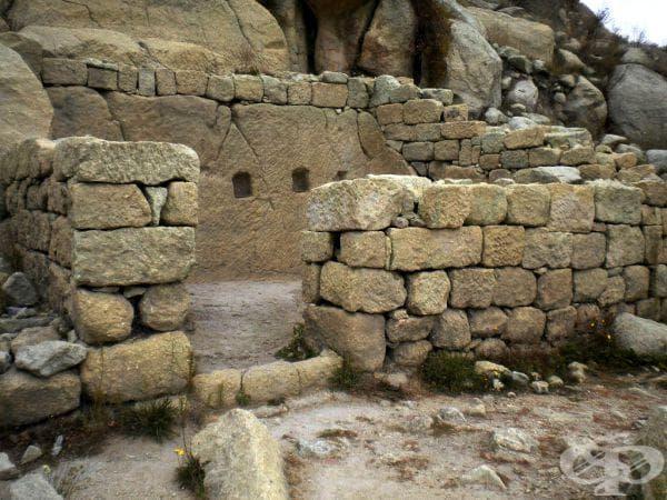 Параклис с олтар.