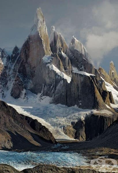 Серо Торе, границата между Аржентина и Чили