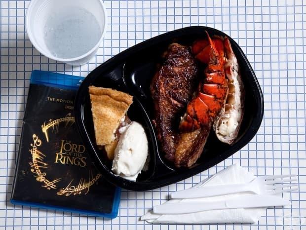 """Рони Лий Гарднър, 49 г., Юта – обир, 2 убийства – смърт чрез разстрел, 2010 г.: опашка от омар, пържола, ябълков пай, сладолед и да изгледа трилогията """"Властелинът на пръстените""""."""