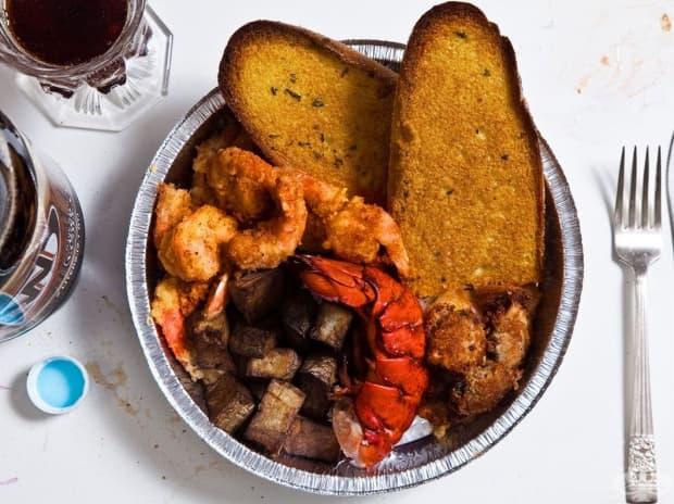 Алън Лий Дейвис, 54 г., Флорида – грабеж, 3 убийства – смърт на електрическия стол, 1999 г.: опашка от омар, пържени картофки, скариди, пържени миди, чеснов хляб, безалкохолна бира.