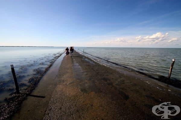 Този път във Франция изчезва под водата два пъти на ден