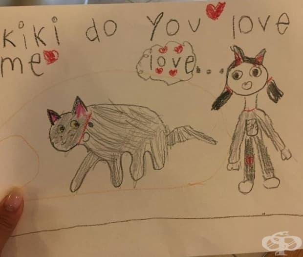 Това малко момиченце полага усилия да спечели любовта на котката си.