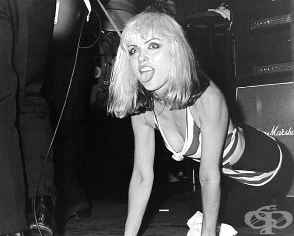"""Деби Хари и Blondie споделят сцената на нощен клуб """"Whiskey a Go Go"""" в Холивуд, 1977 г."""