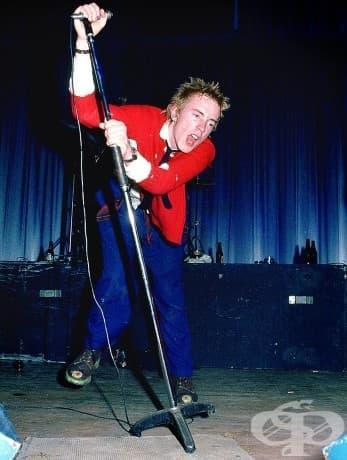 Джони Ротен от Sex Pistols в Dunstable Queensway Hall, Англия, 1976 г.