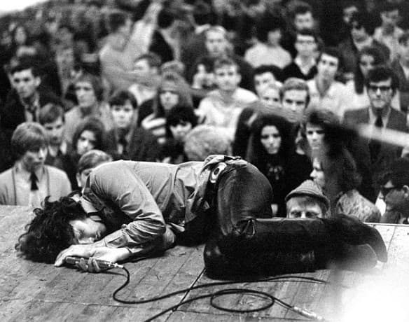 """Джим Морисън от """"the doors"""", по време на концерт във Франкфурт през 1968 г."""